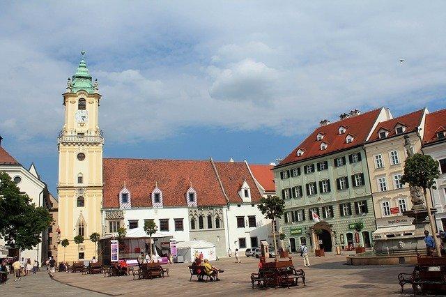 piazza principale, una delle tappe imperdibili da vedere in un giorno a Bratislava