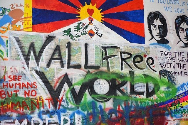 il muro di John Lennon è una delle principali cose da vedere gratis a Praga