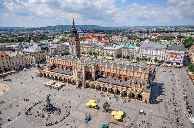 il Palazzo dei tessuti e la torre del municipio sono alcune delle attrzioni principali da vedere gratis a Cracovia