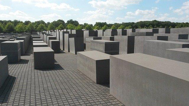 I blocchi di pietri del Memoriale dell'Olocausto, una delle cose più toccanti da fare gratis a Berlino