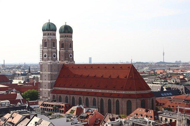 La Frauenkirche, la cattedrale di Monaco di Baviera in cui si può vedere l'impronta del diavolo