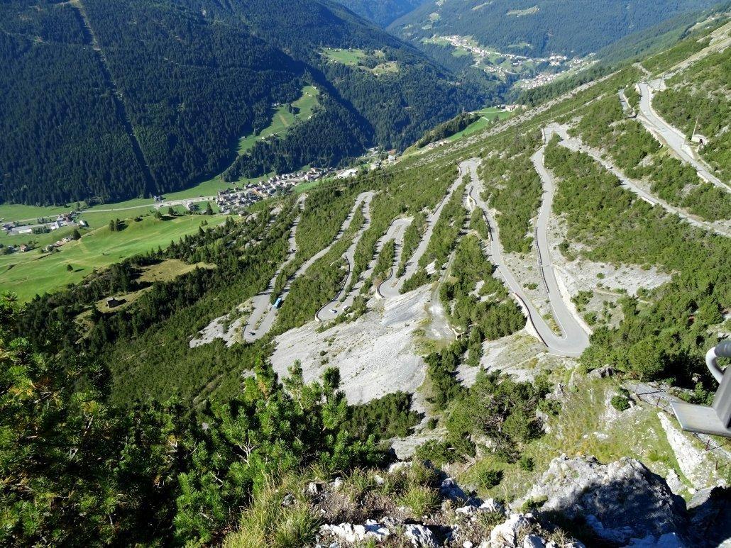 la strada per arrivare ai alghi di Cancano in Valtellina