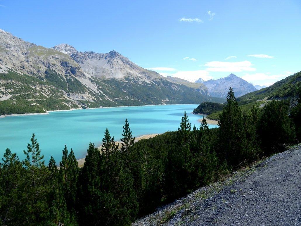vista della diga di Cancano in Valtellina