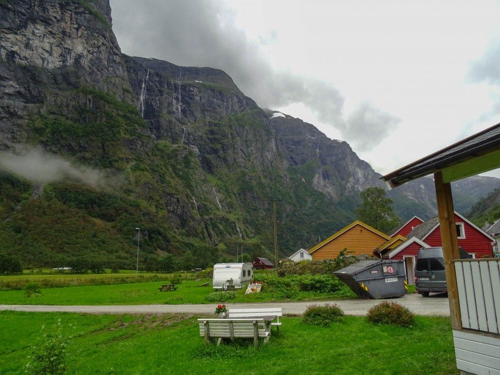 campeggio di Gudvangen tra le montagne del fiordo