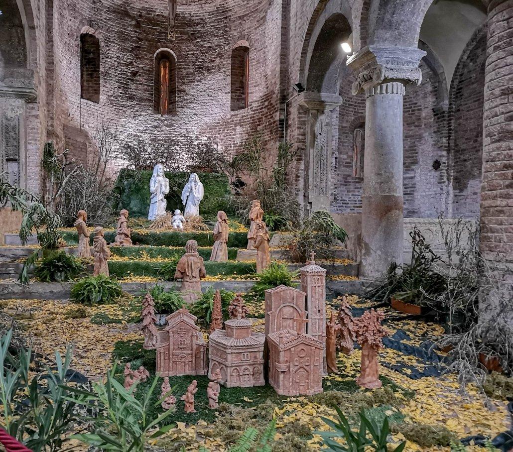 Dalle classiche statue in legno ai personaggi meccanici: un tour nel centro storico per scoprire i presepi più belli ed originali di Bologna