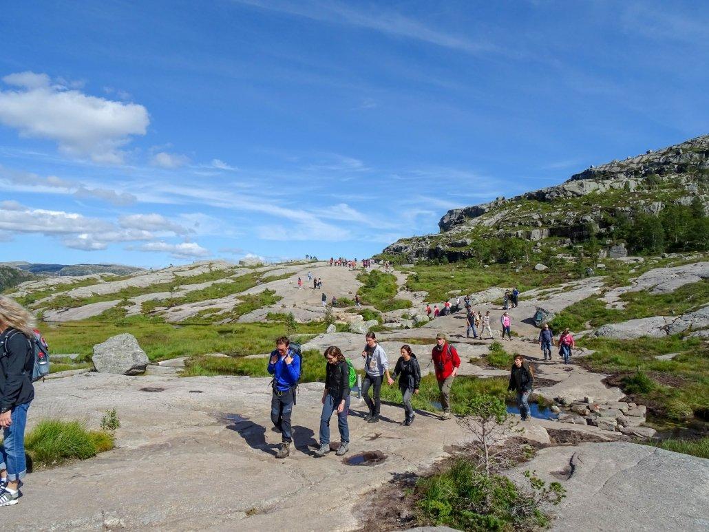 Preikestolen, il sentiero più turistico della Norvegia: come raggiungerlo da Stavanger ed organizzare un'escursione alla Pulpit Rock