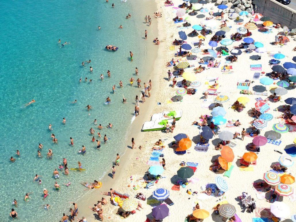 Le migliori spiagge e località di mare in Italia da raggiungere in treno