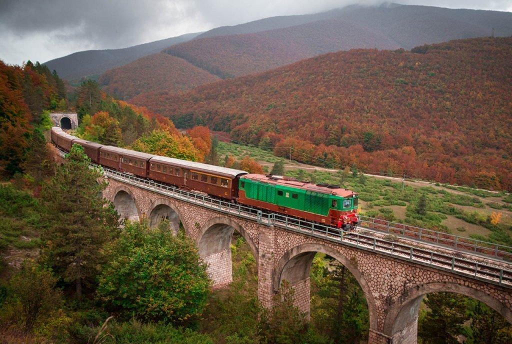 I viaggi in treno più belli da fare in autunno in Italia