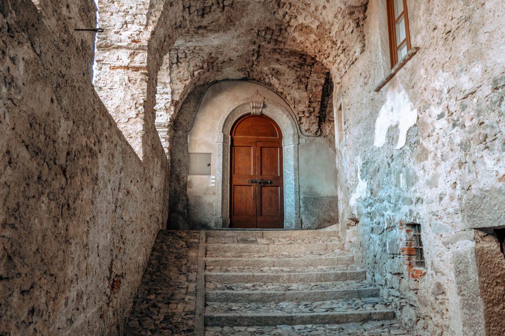 Scorcio del nucleo storico di Bonzanigo nel borgo di Mezzegra