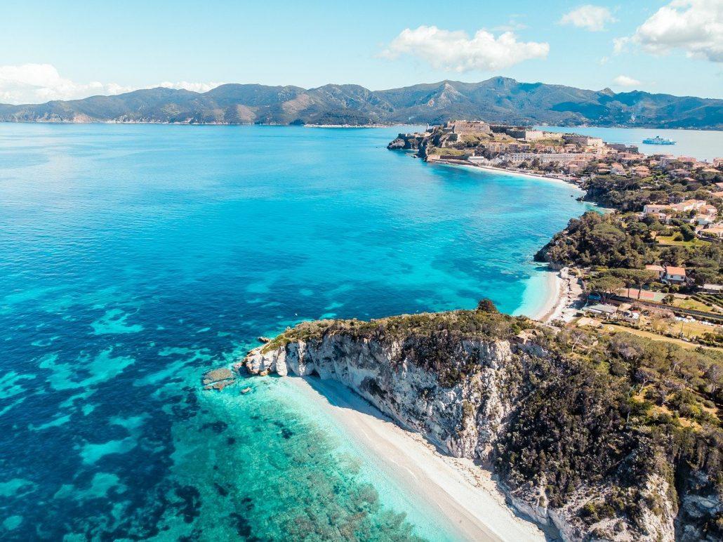 Spiagge raggiungibili in treno in Italia: l'Isola d'Elba